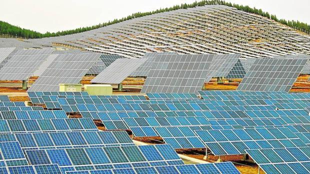 China construye la mayor planta fotovoltaica