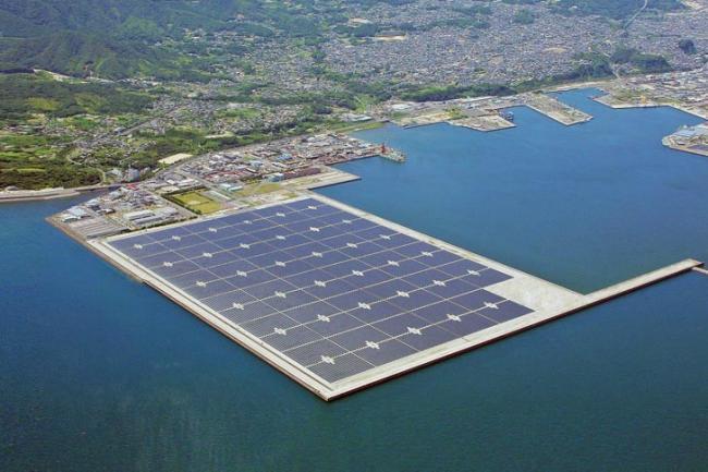 Parques solares Fotovoltaicos con panales flotantes